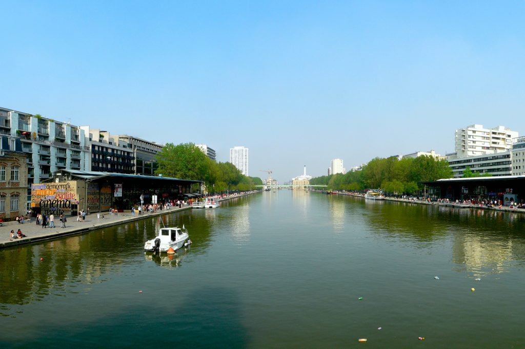 Bassin de la Villette in Paris. Copyright © 2007 David Monniaux {{self2|GFDL|cc-by-sa-2.0-fr}}