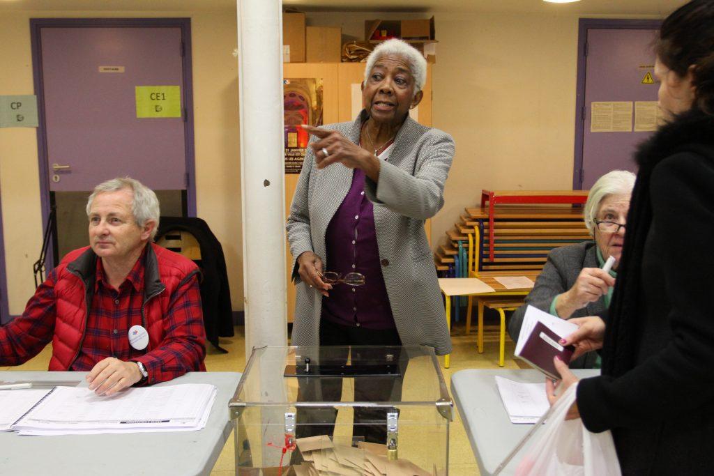 Inside a polling station somewhere in Paris Image credit: Senat.fr