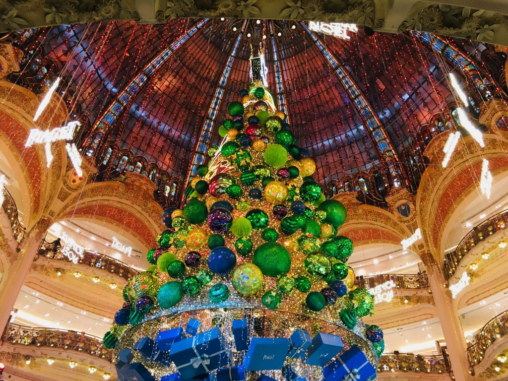 The Christmas tree at Galeries Lafayette in 2018 is sponsored by Piaget.