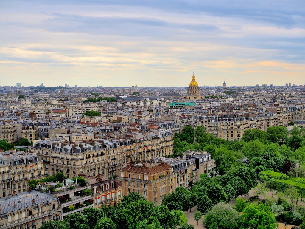 Paris in the spring months can range from chilly to balmy. Image credit: Dmitri Dzhus/Creative Commons 2.0
