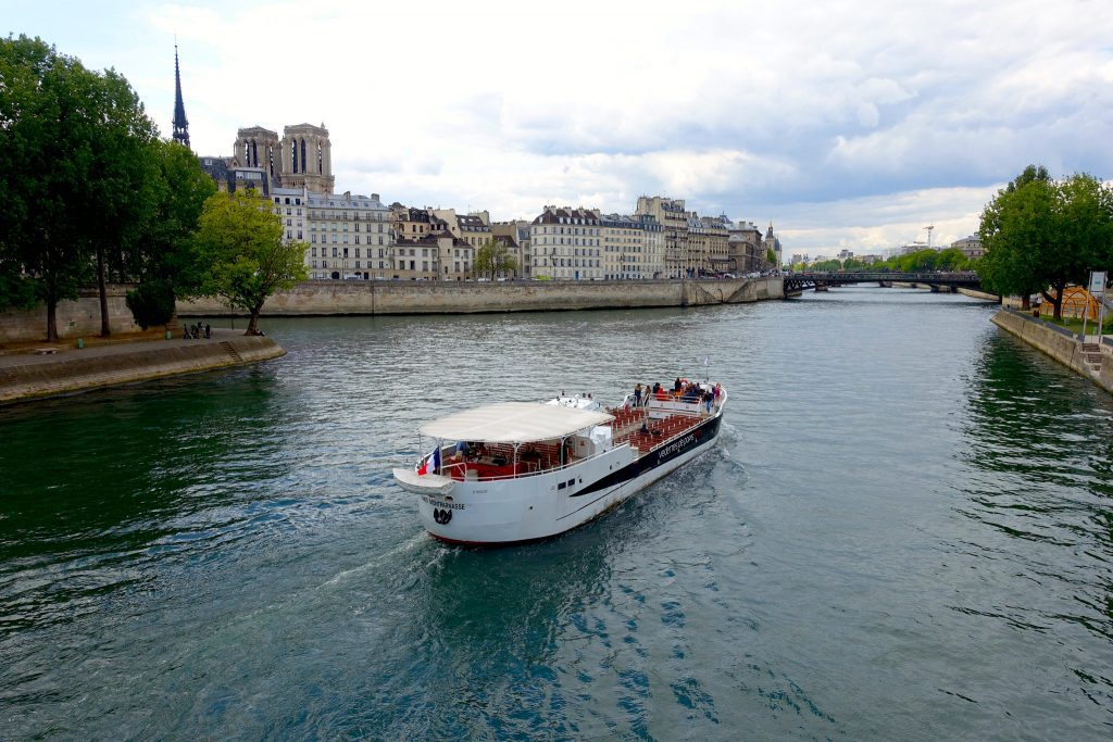 Boat tours of the Seine: a wonderful way to get oriented and in touch with Parisian history. Guilhem Vellut/Creative Commons