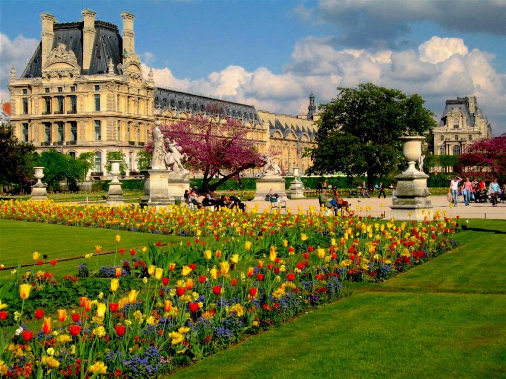 April at the Jardin des Tuileries in Paris, with views of the Louvre Museum. Image credit: Luke van Grieken/Creative Commons