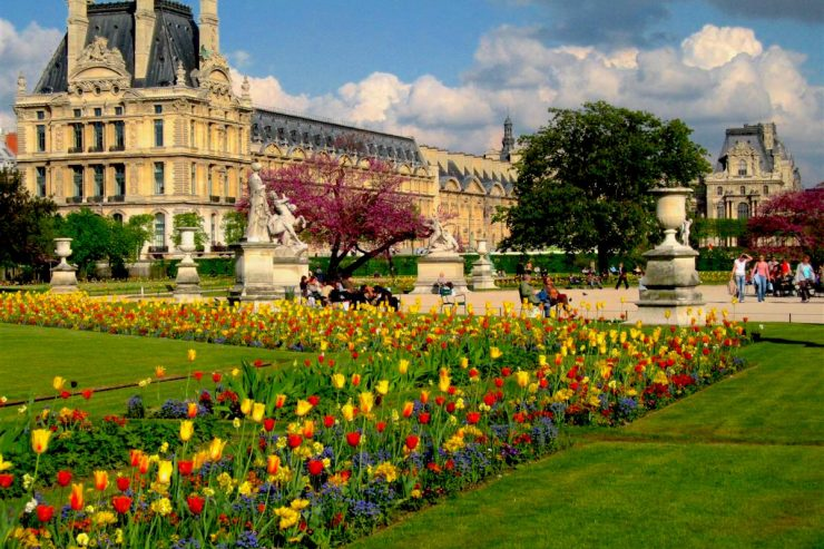 Paris in April at the Jardin des Tuileries, with the Louvre museum in the distance. Luke Van Grieken/Creative Commons 2.0 license