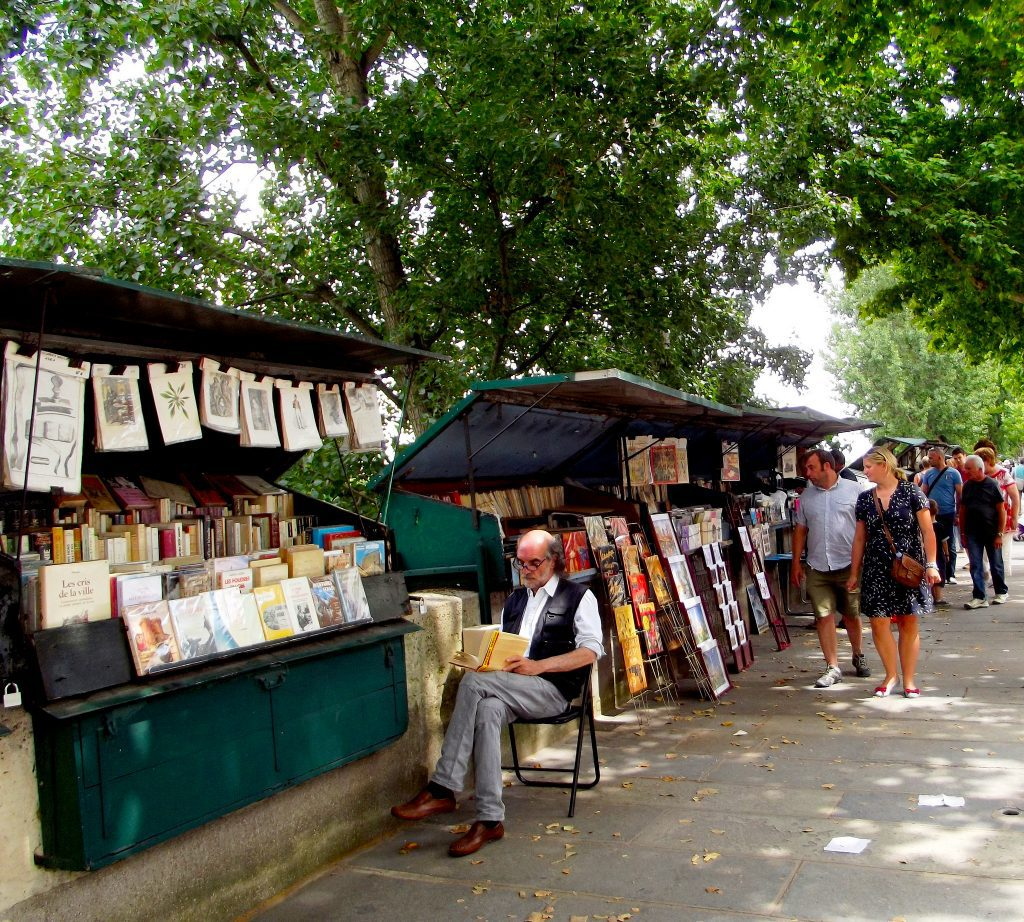 Bouqinistes (outdoor booksellers) along the Seine have been present in Paris for centuries. Image credit: Amaianos/Creative Commons 2.0