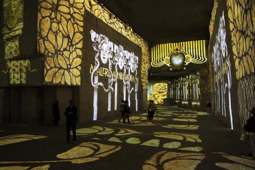 Atelier des Lumieres in Paris/Inaugural exhibit shows the classical sources of the Vienna Secession movement