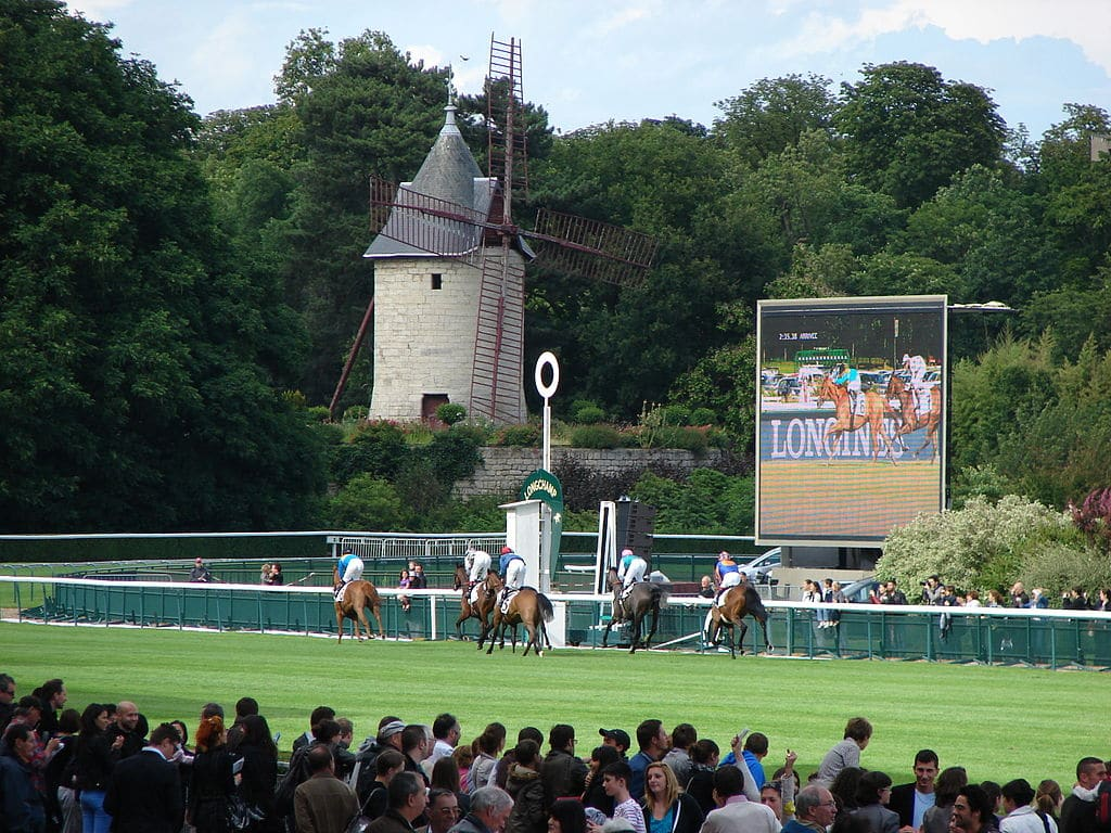 Horseracing at the Hippodrome de Longchamp, Bois de Boulogne in France