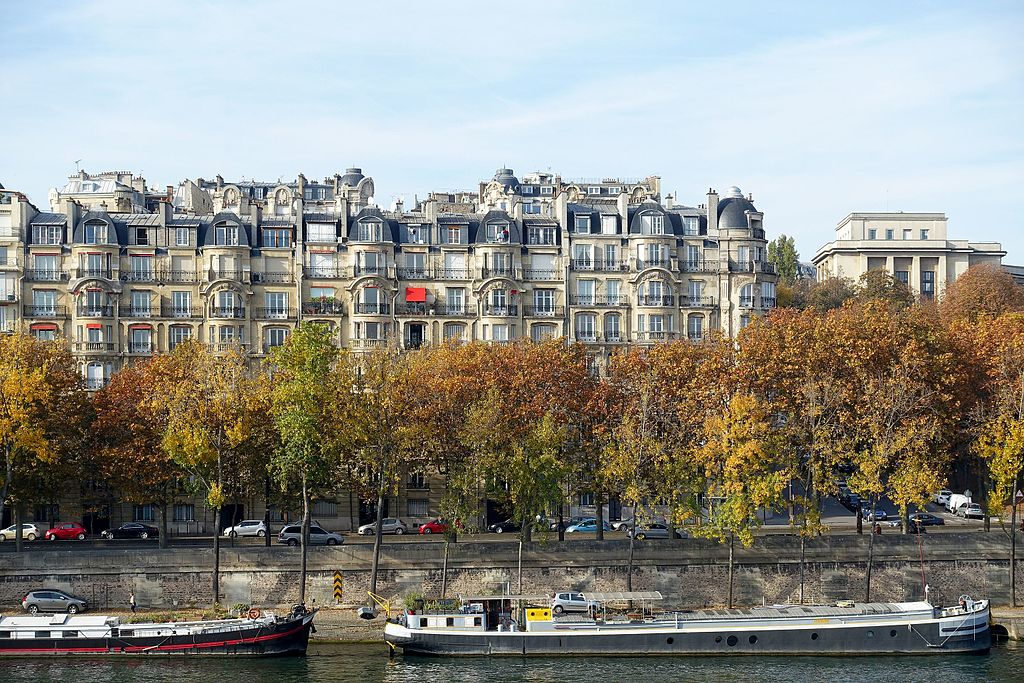 By Guilhem Vellut from Paris, France (Berges @ Seine @ Paris) [CC BY 2.0 (https://creativecommons.org/licenses/by/2.0)], via Wikimedia Commons