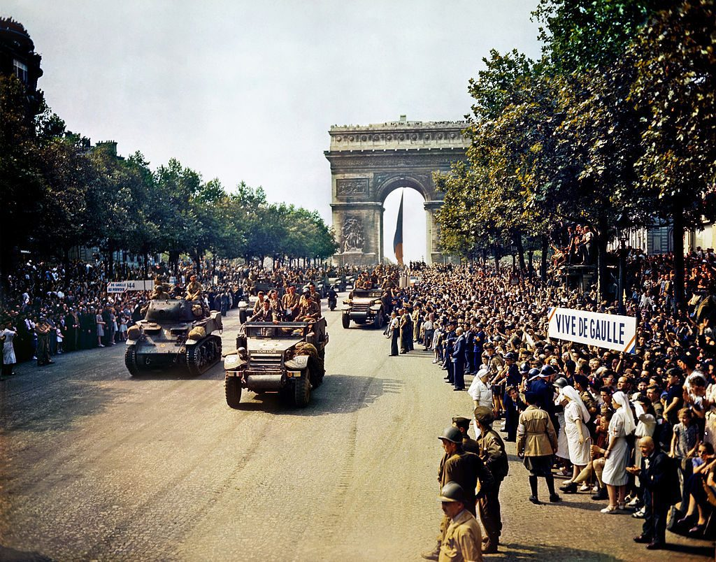 Crowds celebrate the Liberation of Paris on August 26, 1944 on the Champs-Elysées. By Jack Downey, U.S. Office of War Information/Public Domain