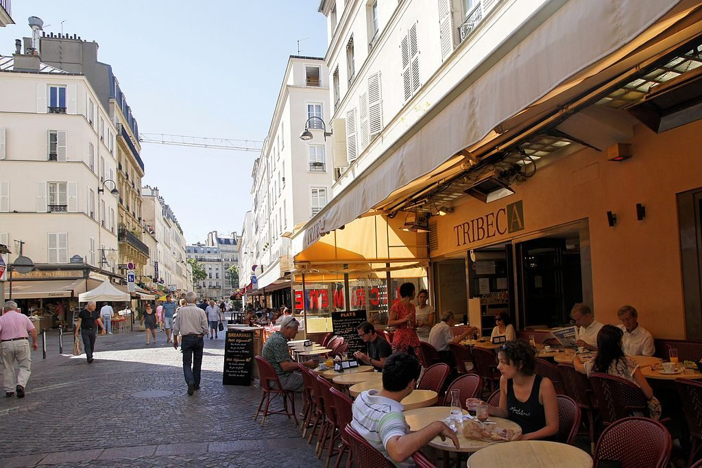 A cafe on Rue Cler, Paris. Besopha/Creative Commons