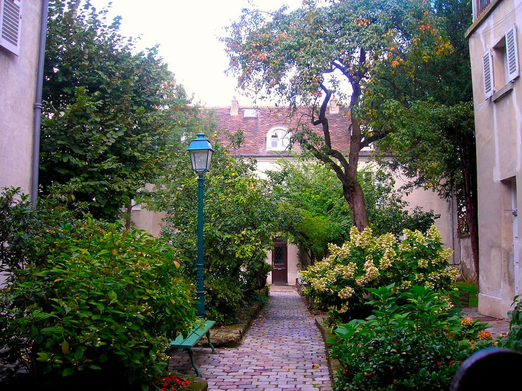Montmartre reserves many secretive corners. Image: Pepetravel/Creative Commons