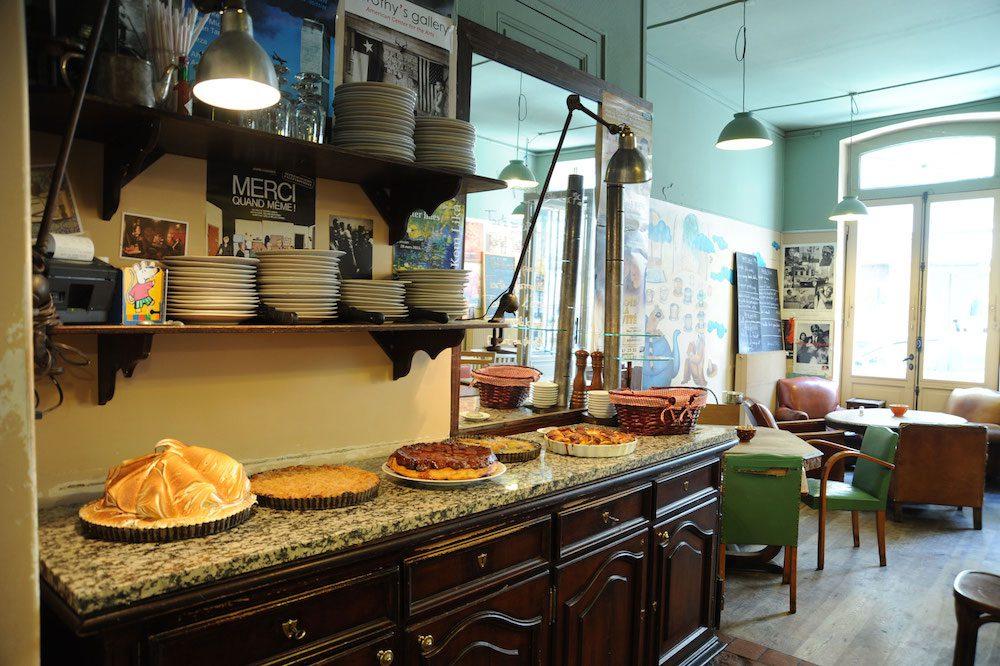 Le Loir dans la Theiere: one of the nicest places for afternoon tea in Paris.