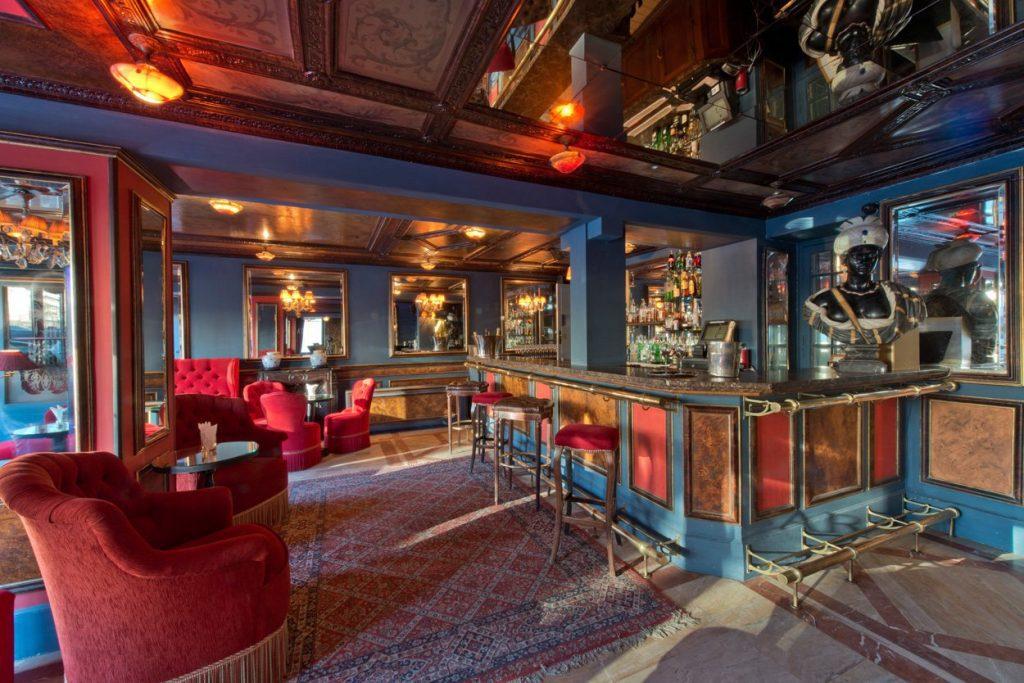 Lapérouse: A romantic Paris restaurant with centuries of history