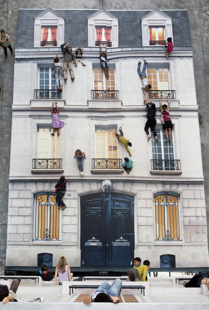 Leandro Erlich at the 104 Arts Center in Paris, 2011