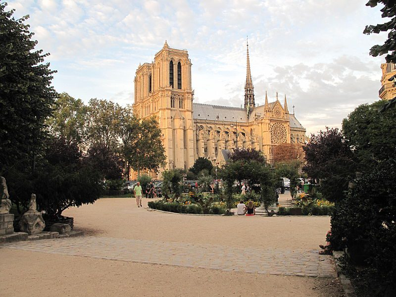 Square Viviani outside Notre-Dame in Paris. Image: Tangopaso/Wikimedia Commons