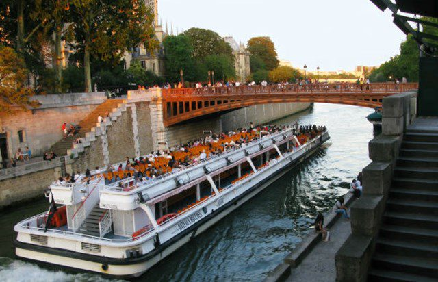 Bateaux-Mouches boat tour of the Seine: a commented sightseeing cruise that's affordable and accessible.
