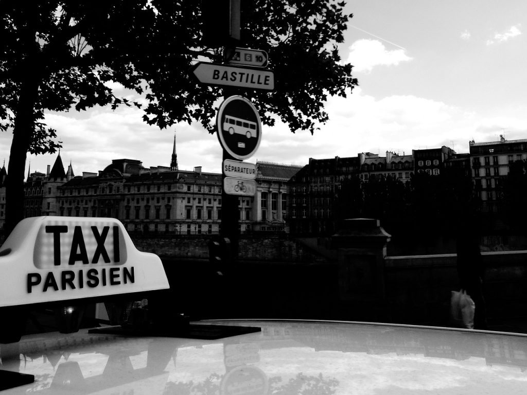 paris airport taxis: how to use them and avoid getting overcharged by unscrupulous drivers