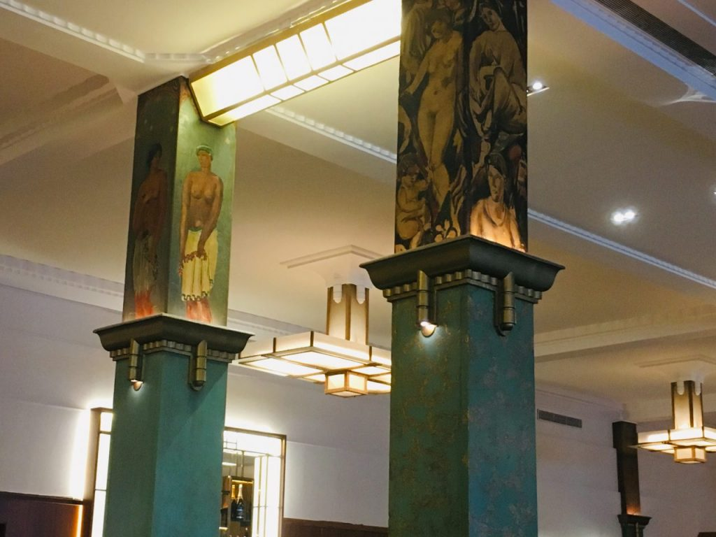 Painted columns at La Coupole: the work of 27 artists.