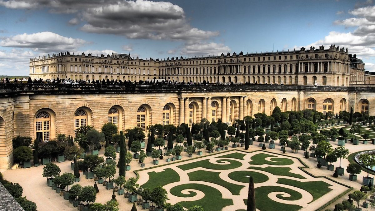 The Palais de Versailles is just a short train ride away from Paris, and makes an excellent day trip.